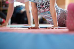 Clases para niños en Yoga Candor